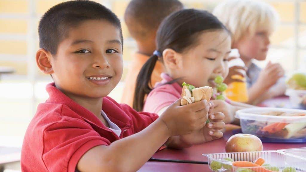تغذیه مناسب دانش آموز