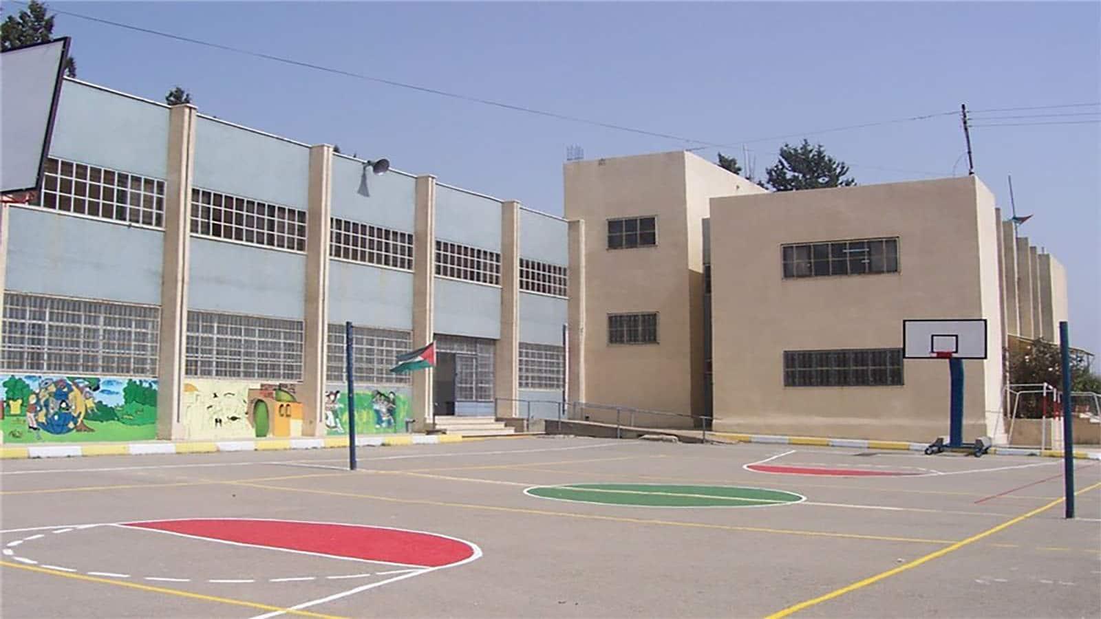 حیاط مدرسه